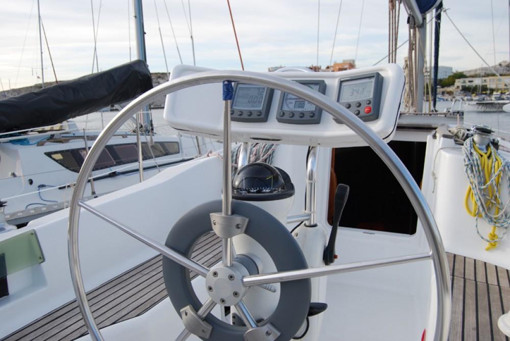 Jeanneau Sun Odyssey 32.2 zwischen Privatpersonen und professionellem Anbieter Port du Frioul
