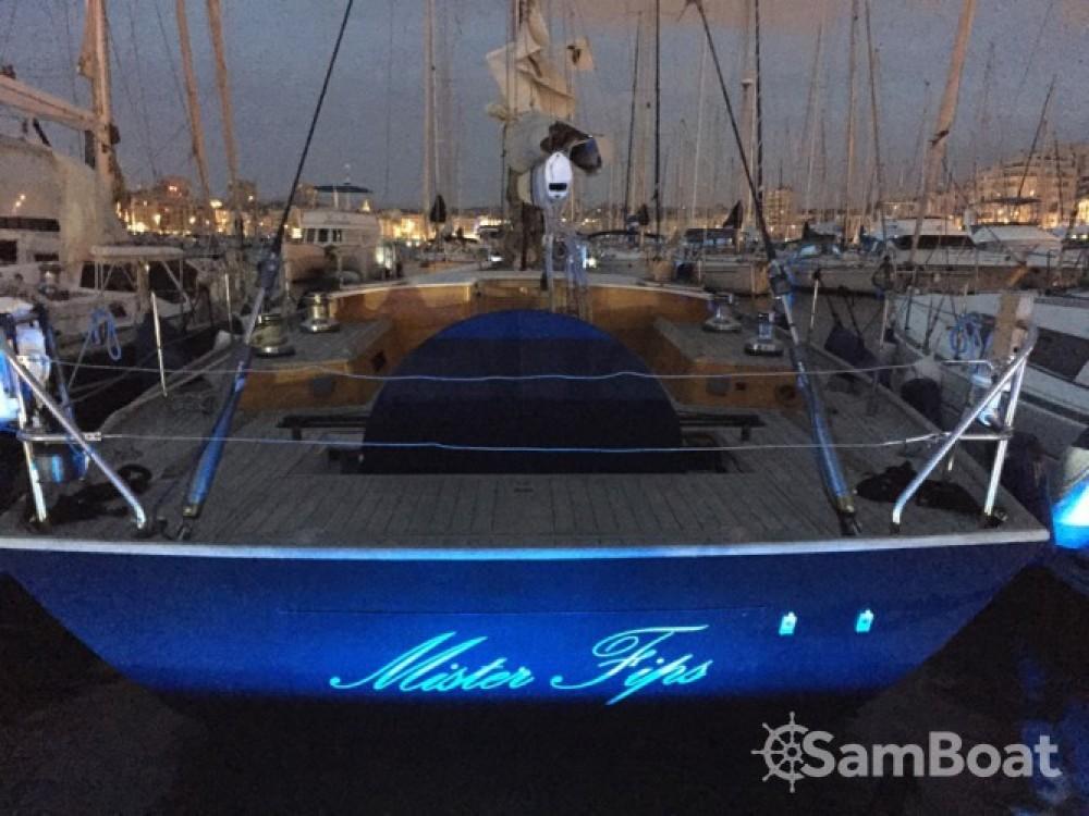 H2O Yachts Mister Fip's zwischen Privatpersonen und professionellem Anbieter Marseille