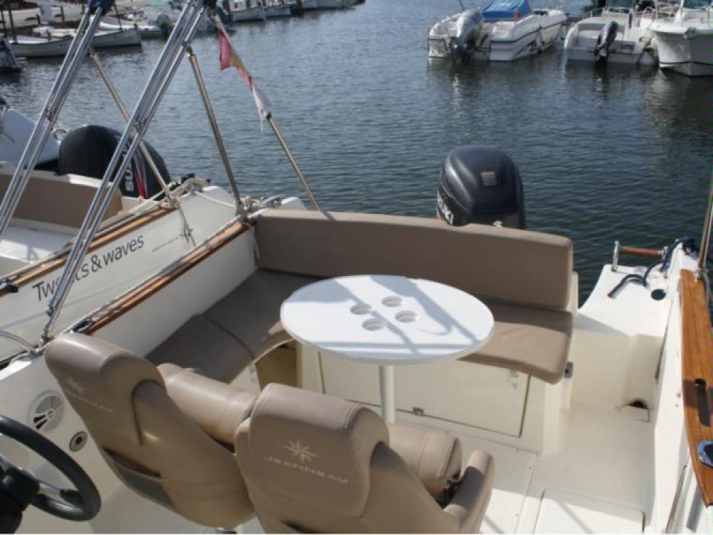 Motorboot mit oder ohne Skipper Jeanneau mieten in Hyères