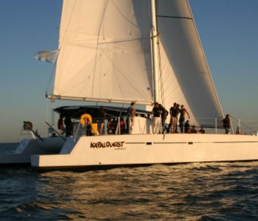 Segelboot mit oder ohne Skipper Naval Force 3 mieten in