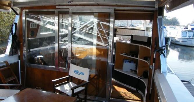 Tuckermann Houseboat zwischen Privatpersonen und professionellem Anbieter Messac