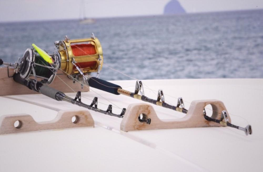 Alliaura-Marine Privilège 585 zwischen Privatpersonen und professionellem Anbieter Ajaccio
