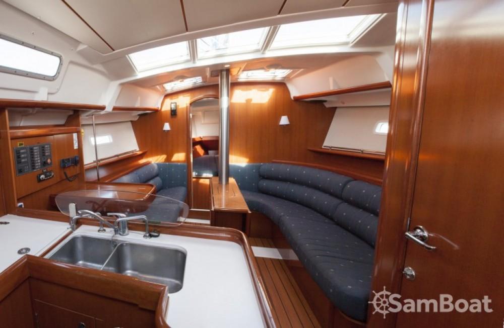Bénéteau Oceanis 373 zwischen Privatpersonen und professionellem Anbieter Hondarribia/Fontarrabie