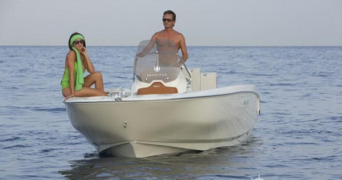 Yacht-Charter in Saint-Laurent-du-Var - Invictus  Invictus 190 FX auf SamBoat