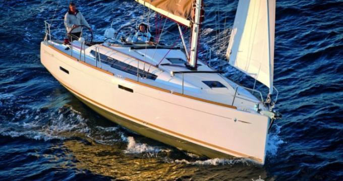 Jeanneau Sun Odyssey 389 DL zwischen Privatpersonen und professionellem Anbieter Port du Crouesty