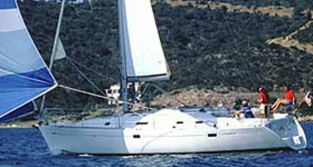 Ein Bénéteau Oceanis 381 mieten in Kalafationes