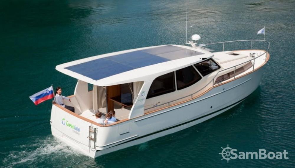 Greenline 33 Hybrid Solar zwischen Privatpersonen und professionellem Anbieter Bern