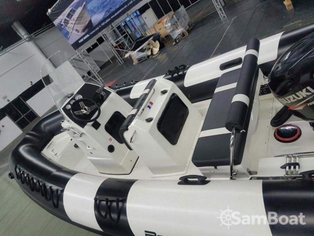 Schlauchboot mit oder ohne Skipper Pro Marine mieten in Étel