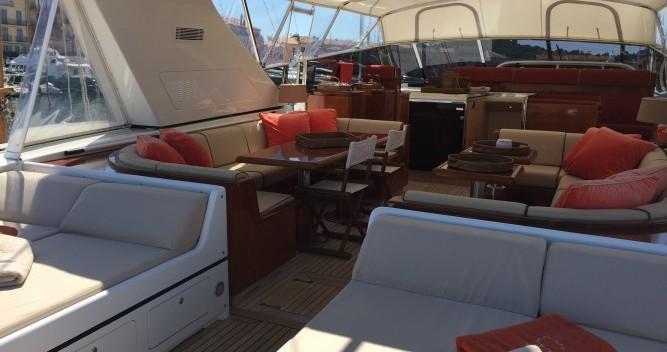 Mangusta 25 zwischen Privatpersonen und professionellem Anbieter Saint-Tropez