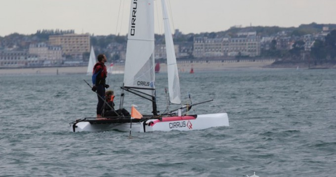 Ein Catamaran-F16 Cirrus Q mieten in Saint-Malo