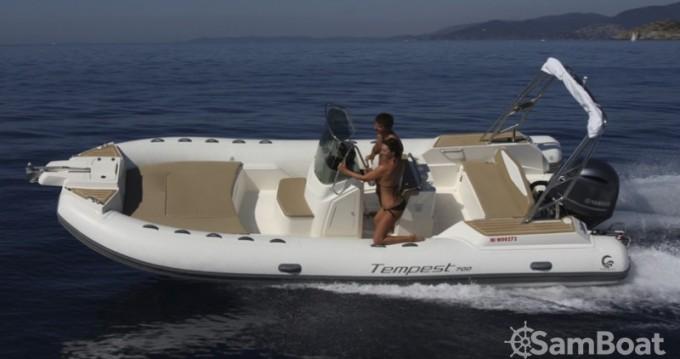 Schlauchboot mieten in Fort-de-France zum besten Preis