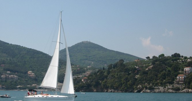 Bootsverleih Bénéteau Cyclades 43.3 Genova Samboat