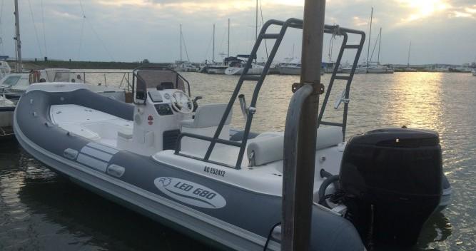 Vermietung Schlauchboot Nautica Led mit Führerschein