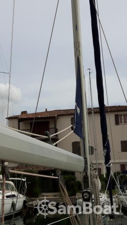 Bavaria Cruiser 38 zwischen Privatpersonen und professionellem Anbieter Port Grimaud