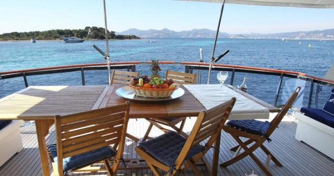 Yacht-Charter in Antibes - Hatteras M/Y 56' auf SamBoat