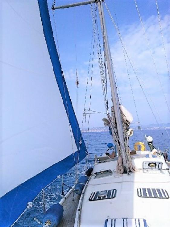 Guy-Yacht V12 zwischen Privatpersonen und professionellem Anbieter Cannes