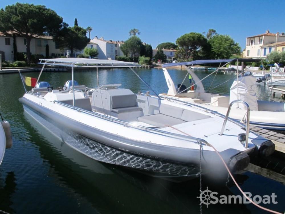 Ivela Catamaran zwischen Privatpersonen und professionellem Anbieter Port Grimaud