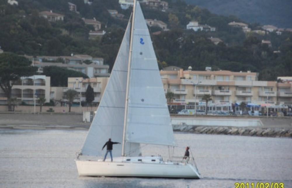 Bootsverleih Bénéteau First 31.7 Cavalaire-sur-Mer Samboat