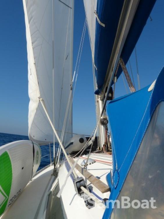 Jeanneau Sun Odyssey zwischen Privatpersonen und professionellem Anbieter Toulon