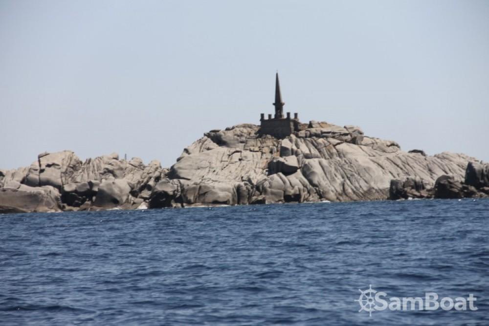 Pacific Craft OPEN 670 zwischen Privatpersonen und professionellem Anbieter Porto-Vecchio