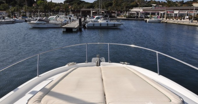 Motorboot mit oder ohne Skipper Jeanneau mieten in Cavalaire-sur-Mer