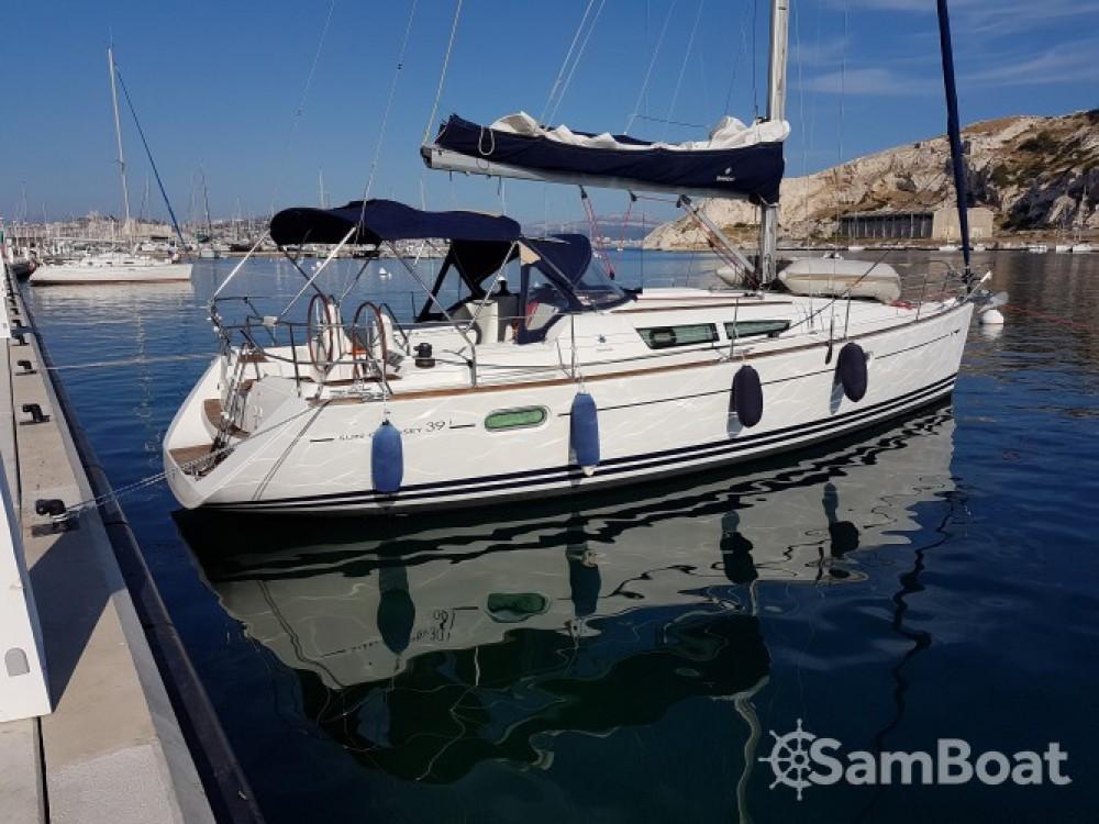 Jeanneau Sun Odyssey 39i zwischen Privatpersonen und professionellem Anbieter Marseille
