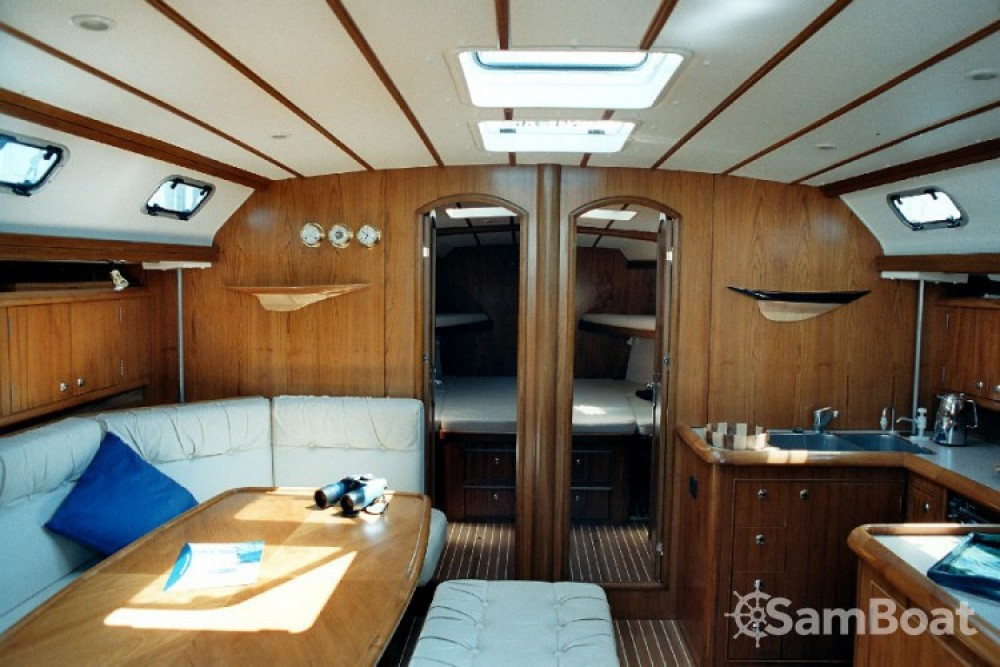 Euro-Alfa-Yachts Alfa 51 Lux zwischen Privatpersonen und professionellem Anbieter Athen