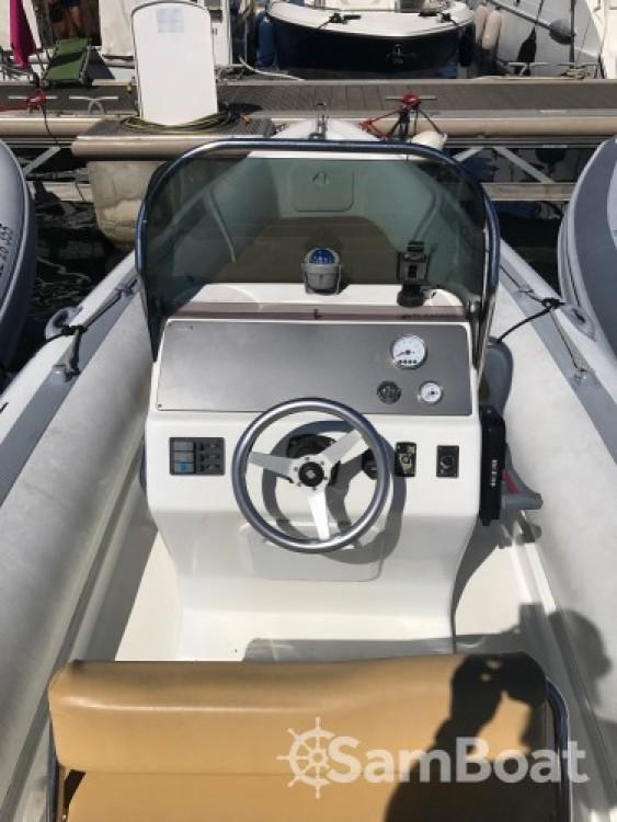Vermietung Schlauchboot Motonautica Vesuviana mit Führerschein