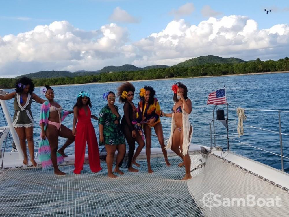 Fountaine Pajot Taiti 75 zwischen Privatpersonen und professionellem Anbieter Marina du Marin
