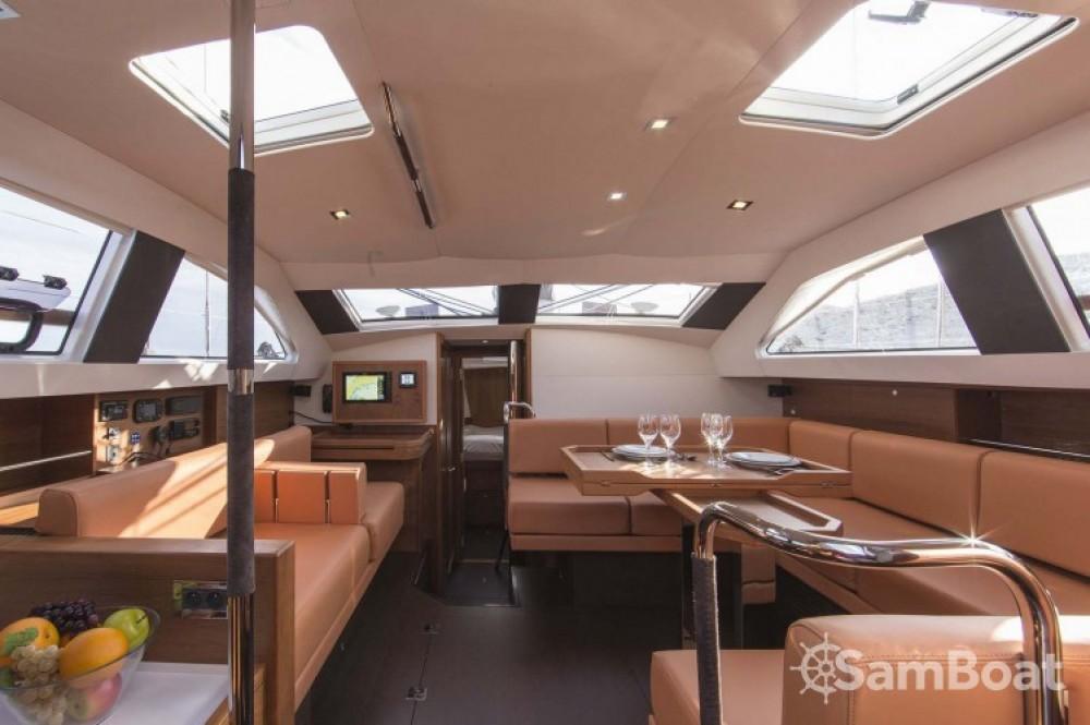 Wauquiez Pilot Saloon 48 zwischen Privatpersonen und professionellem Anbieter Ajaccio