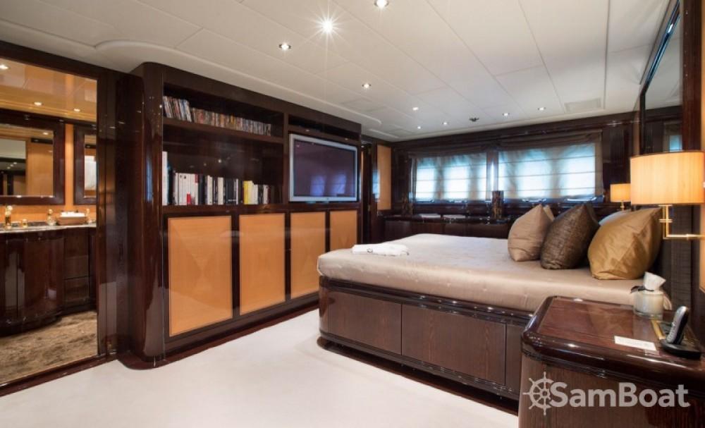"Yacht-Charter in Cannes - Mangusta 28.06 metres (92' 1"") auf SamBoat"