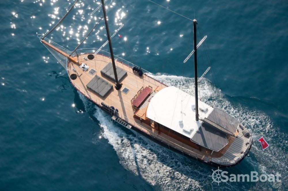 Bootsverleih Custom 32.00 metres (105') Cannes Samboat