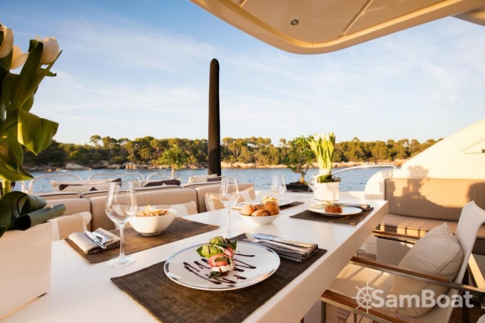"Bootsverleih Andrea-Bacigalupo 34.11 metres (111' 11"") Cannes Samboat"