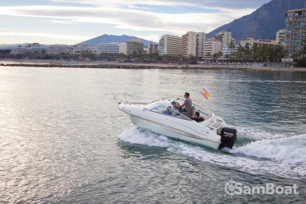 Jeanneau Cap Camarat 5.5 DC zwischen Privatpersonen und professionellem Anbieter Puerto Deportivo de Marbella