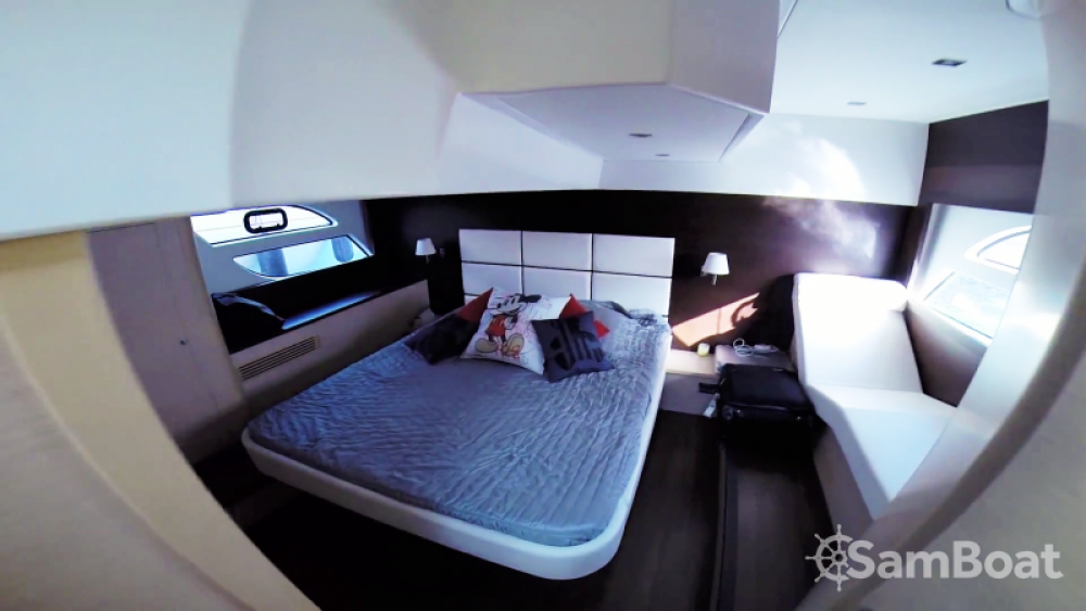 Bénéteau Monte Carlo 47 Fly zwischen Privatpersonen und professionellem Anbieter Antibes