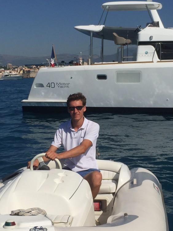 Ein Lagoon Lagoon 40 Motor Yacht mieten in Cannes