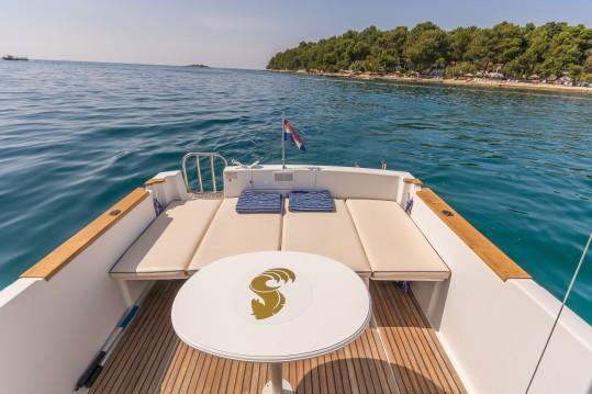 Motorboot mit oder ohne Skipper Bénéteau mieten in Poreč
