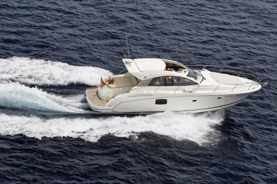 Motorboot mit oder ohne Skipper Jeanneau mieten in Sotogrande