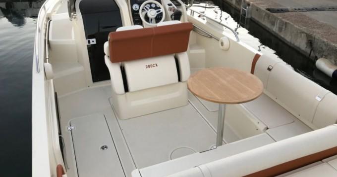 Motorboot mit oder ohne Skipper Invictus  mieten in Saint-Laurent-du-Var