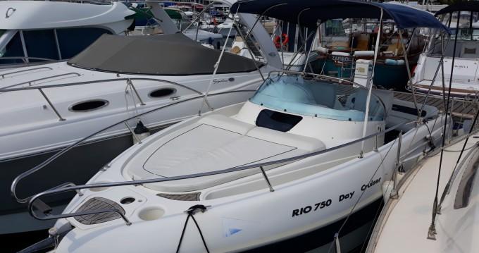 Rio Rio 750 Day Cruiser zwischen Privatpersonen und professionellem Anbieter Mandelieu-la-Napoule