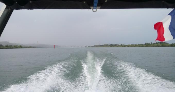 Motorboot mit oder ohne Skipper Sea Ray mieten in Le Pontet