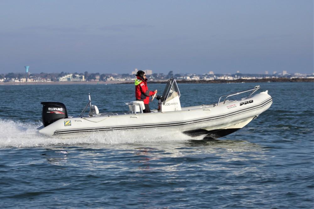 Schlauchboot mieten in Lorient zum besten Preis