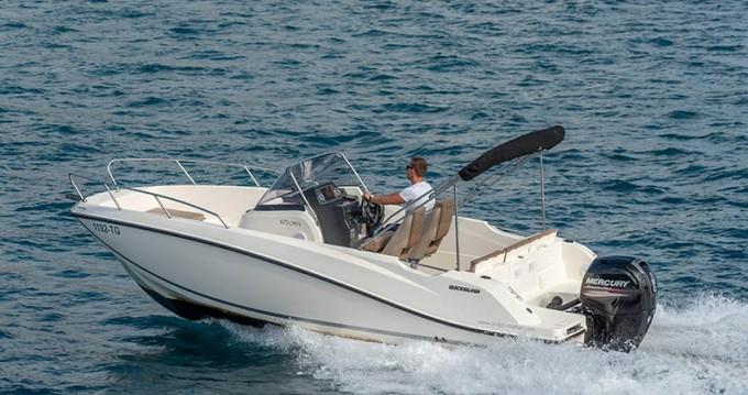 Ein Quicksilver Activ 675 mieten in Trogir