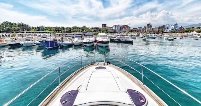 Motorboot mit oder ohne Skipper Bavaria mieten in Taormina