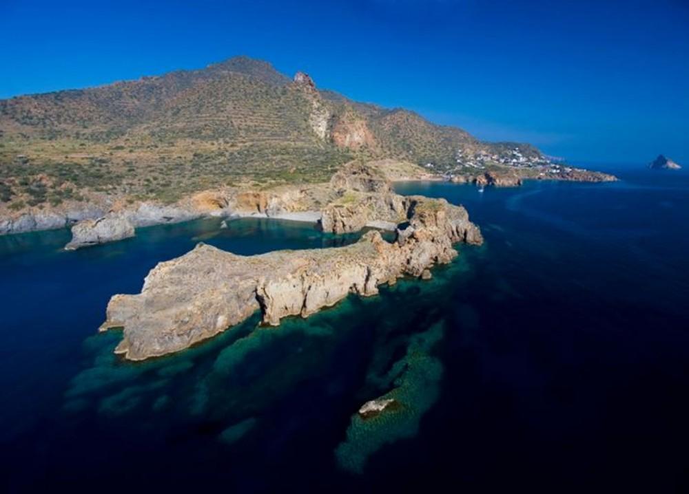 Motorboot mit oder ohne Skipper Cranchi mieten in Lipari