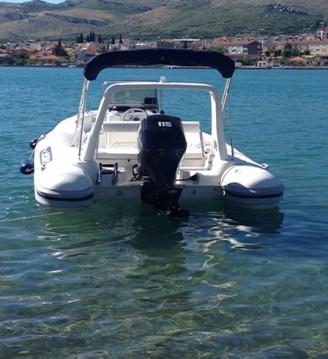 Schlauchboot mit oder ohne Skipper Maestral mieten in Trogir