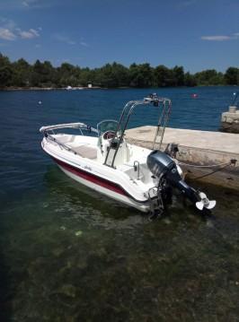 Ein Aquamar Aquacab 460 mieten in Šibenik