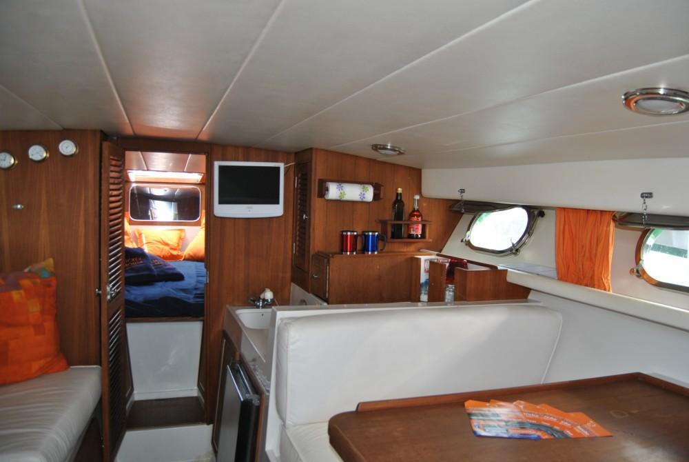 Vermietung Motorboot Tornado mit Führerschein
