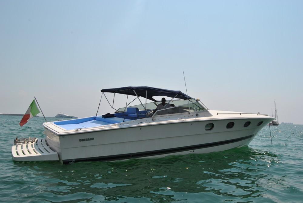 Motorboot mit oder ohne Skipper Tornado mieten in Salerno