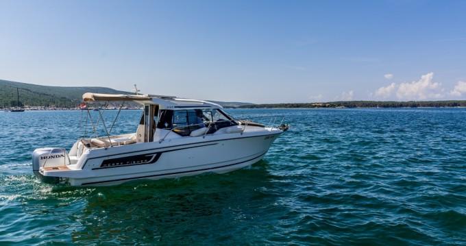 Motorboot mit oder ohne Skipper Jeanneau mieten in Krk